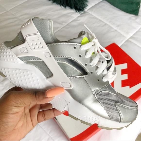 newest 21126 a098e Nike air Huarache silver neon metallic. M 5b41212ff63eea0708d580ff